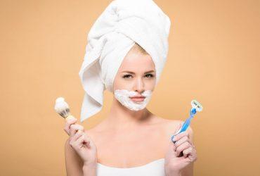 woman holding razor